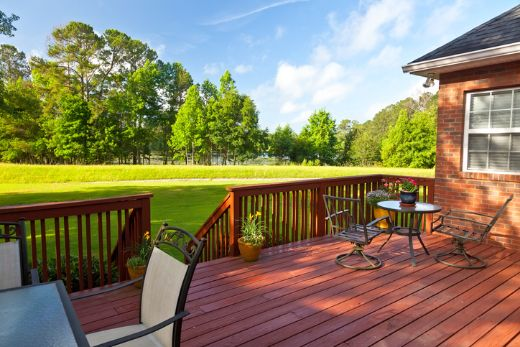 beautiful green lawn and timber deck with geelong carpenters