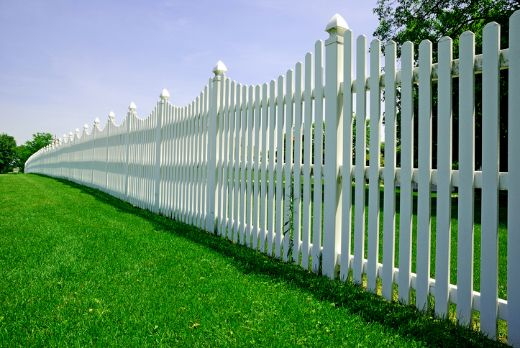 long white picket fence with green lawn at geelong carpenters